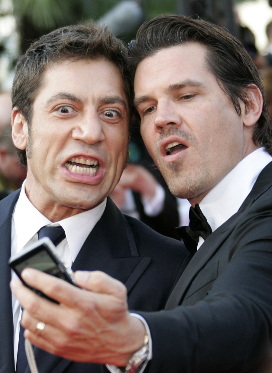 Javier Bardem and Josh Brolin selfie