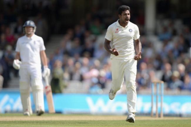 Varun Aaron dismisses Alastair Cook