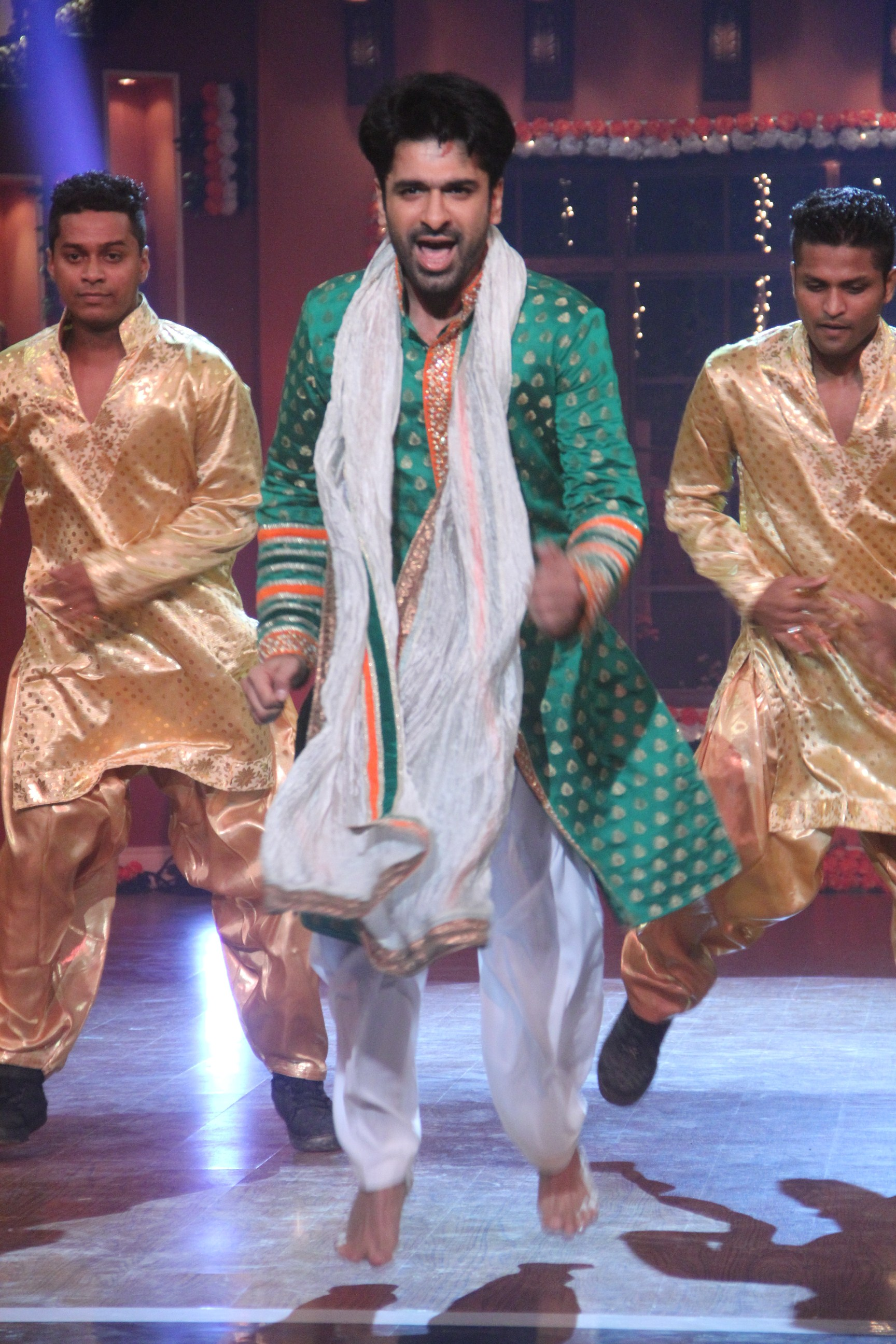 Eijaz Khan wows with his patriotic act.