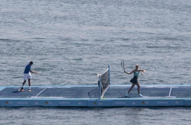PICS: Eugenie Bouchard and Grigor Dimitrov Play Exhibition Game On Floating Court