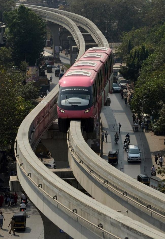 mumbai monorail Two monorail train compartments caught fire at mysore colony station on the wadala-chembur monorail track early on thursday morning while no casualties were reported, monorail services were cancelled on the route.