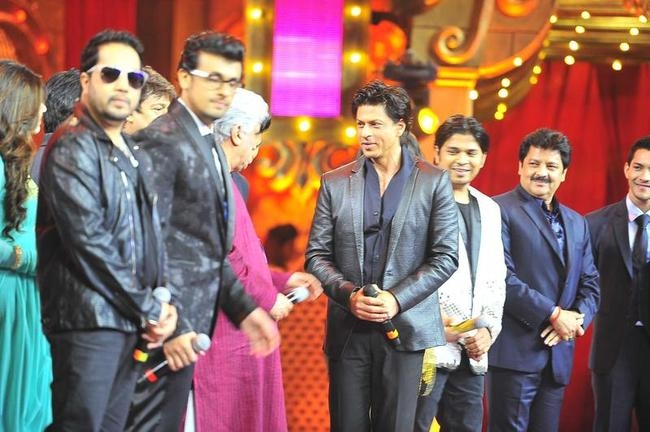 Shah Rukh Khan at Mirchi Music Awards