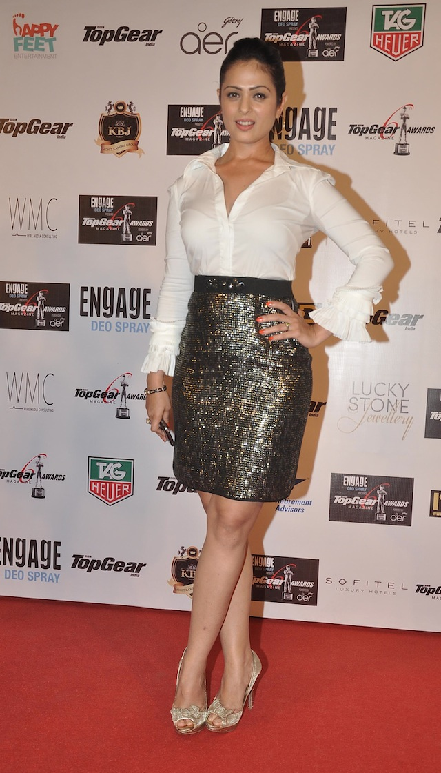 THE DAZZLING ANJANA SUKHANI POSES ON THE RED CARPET AT 6th TOP GEAR AWARDS