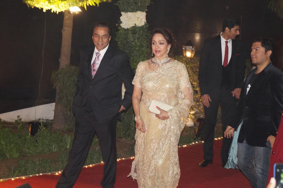 Dharmendra and Hema Malini at Ahana Deol Delhi wedding reception