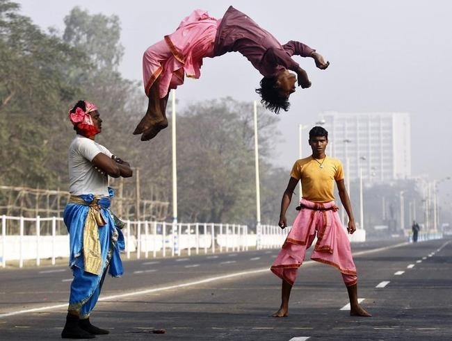 Indian folk dancers perform during the rehearsal for the Republic Day parade in Kolkata