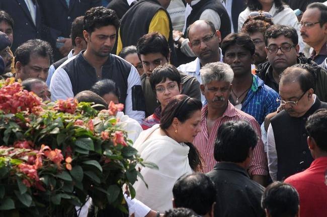 Moon Moon Sen at Suchitra Sen Funeral
