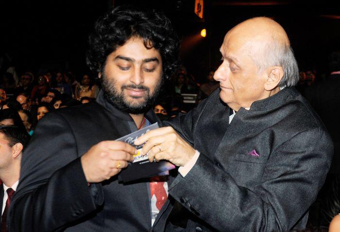 Mukesh Bhatt and Arijit Singh at Filmfare Awards 2014