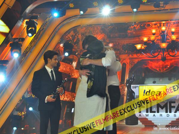 Shahid Kapoor hugs Supriya Pathak after she wins Best Actress In A Supporting Role for Ram Leela at the 59th Idea Filmfare Awards held in YashRaj Studios Mumbai