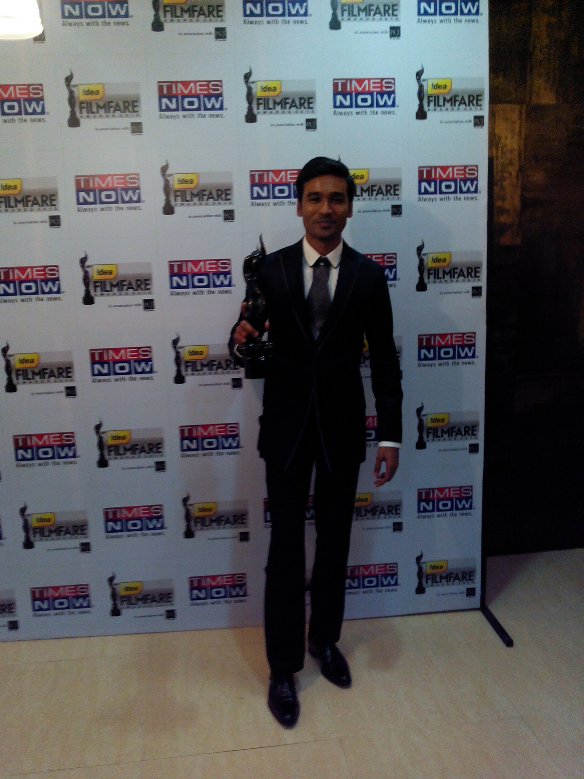 Dhanush wins Best Debut Male at the 59th Idea Filfare Awards held in YashRaj Studios Mumbai