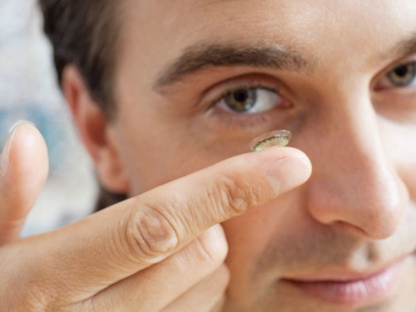 Top 7 Tips to Protect Eyes Caring for Contacts Millions of individuals wear contacts on a daily basis. Contacts are an alternative to glasses and are more popular, especially among younger people with eye issues. As you use contacts, it is important to pr