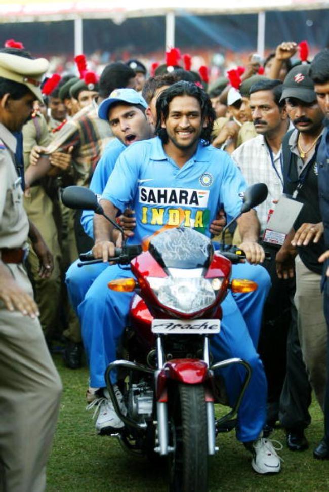 Indian cricketer Mahendra Singh Dhoni (f