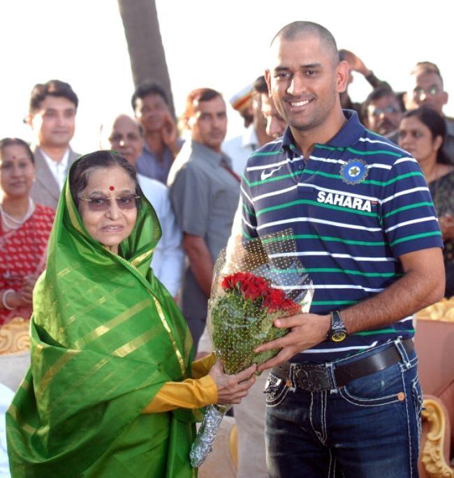 President Patil felicitates Team India