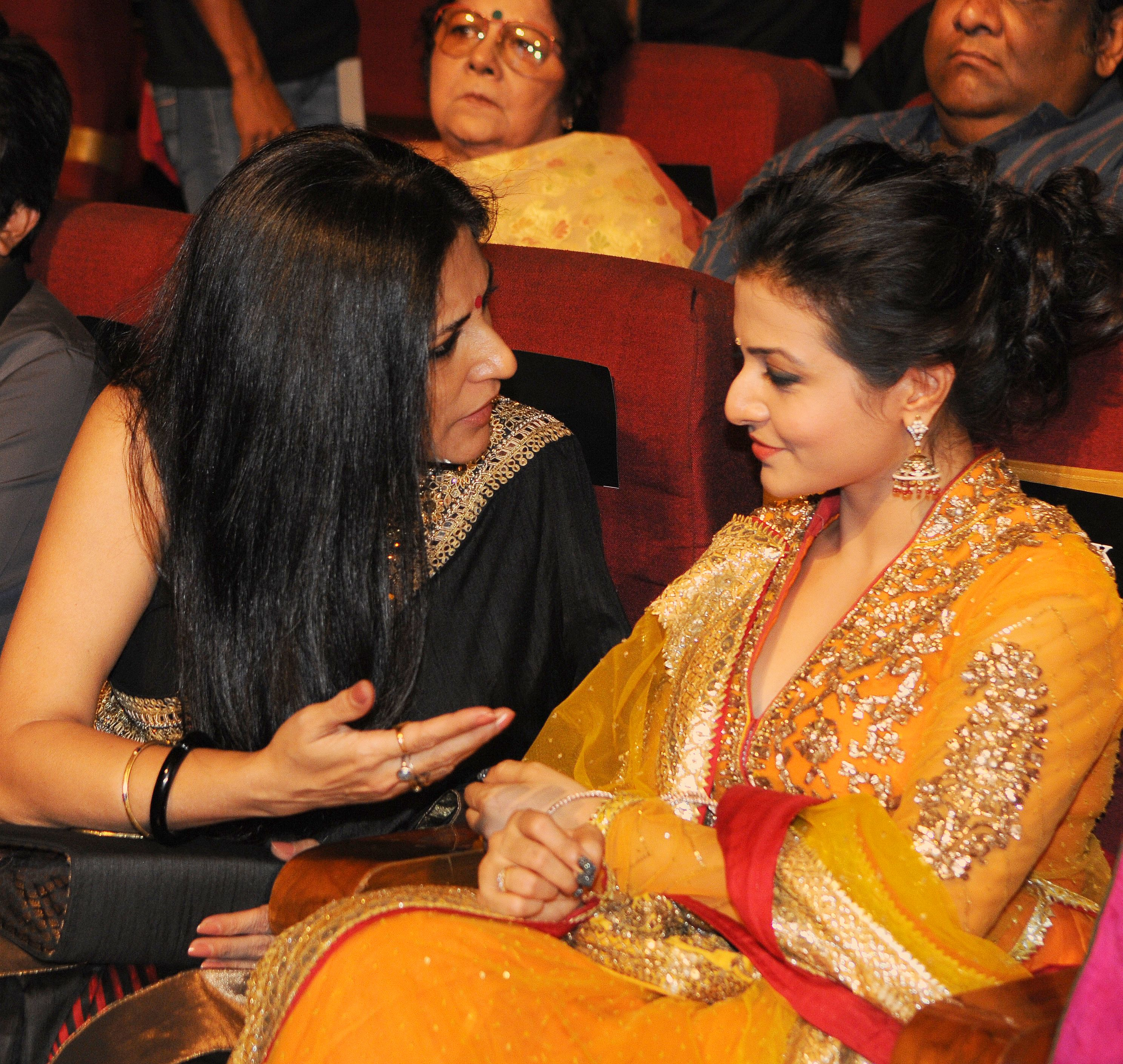 Rupa Ganguly with Koel Mullick (R) during 1st Vivel Filmfare Awards 2013 (East) at Science City auditorium in Kolkata