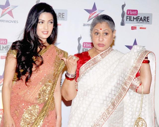 Jaya Bachchan and Riya Sen(L) posing at the Red Carpet of 1st Vivel Filmfare Awards ,in Kolkata