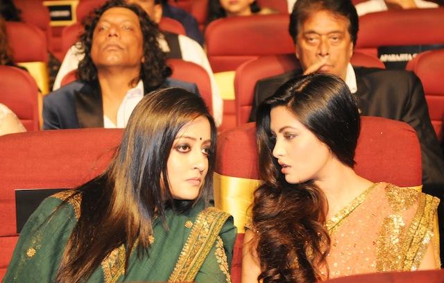 Riya & Raima during 1st Vivel Filmfare Awards 2013 (East) at Science City auditorium in Kolkata