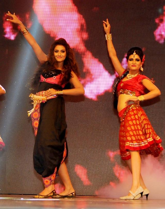 Nusrat performs during the 1st Vivel Filmfare Awards 2013 (East) at Science City auditorium in Kolkata