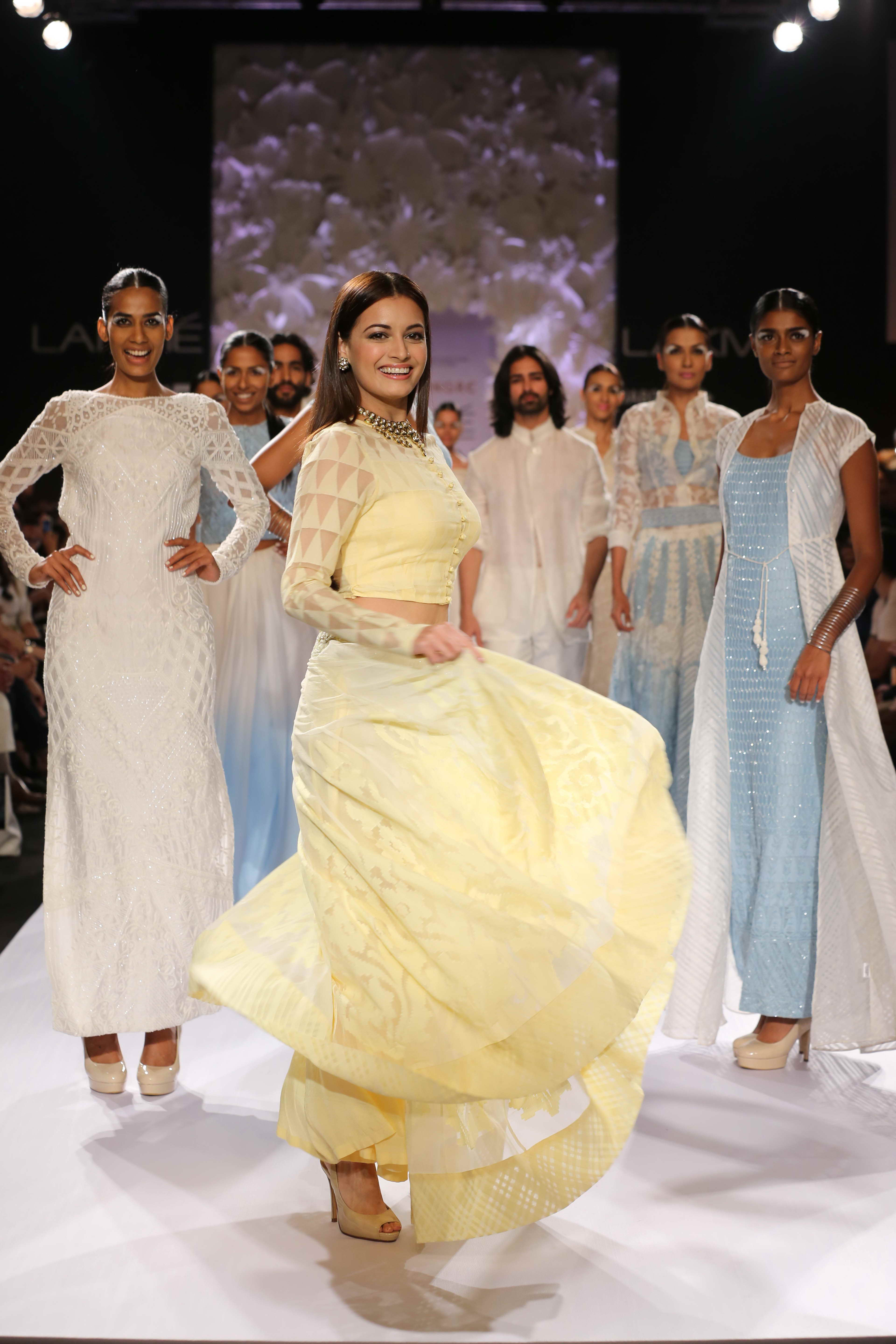 Soon there were pretty pastel sections that offered a mélange of creations. Prét separates with hints of couture touches had a boho luxe look. The beauty of the Varanasi weaves was perfectly highlighted in the pencil skirts, stately column gowns and th