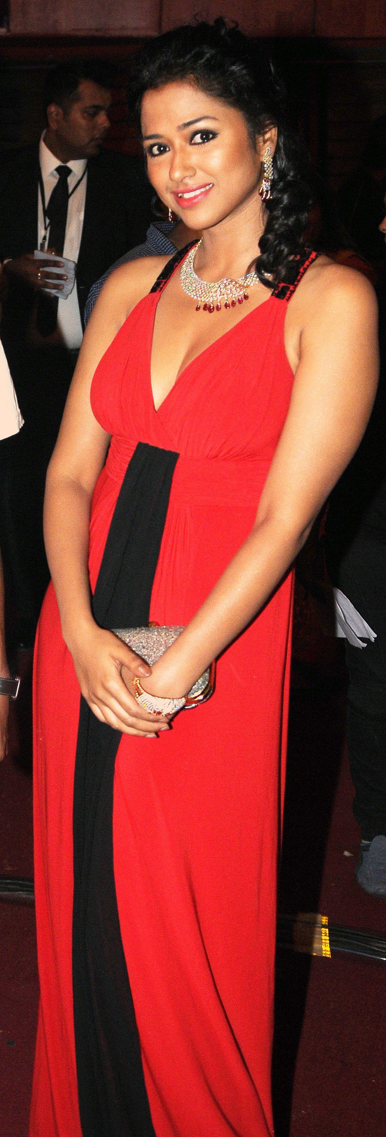 Sohini Sarkar presents at the 1st Vivel Filmfare Awards 2013 (East) at Science City auditorium in Kolkata