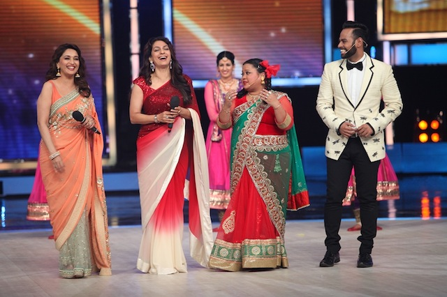 Madhuri Dixit and Juhi Chawla with Bharti and Andy on IGT
