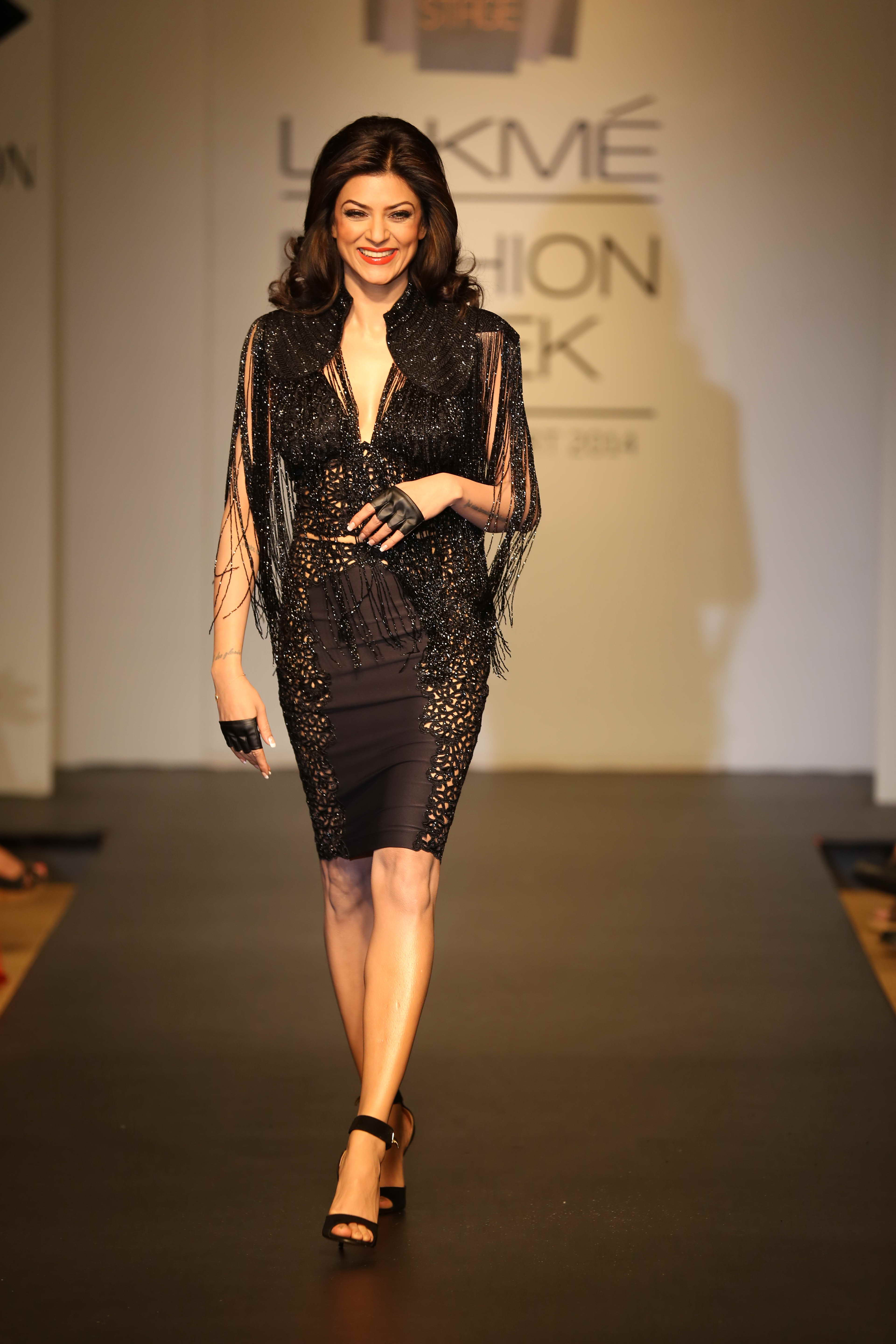 The showstopper was none other than Sushmita Sen, Miss Universe 1994 who stunned all in a 40's classy cabaret inspired skirt and bustier crafted in black lace and worn with a beaded cape.