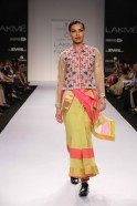 The collection was an ode to traditional weaves for summer wear as fluid pants, flared skirts, cool blouses, comfy tunics and swirling scarves appeared on the ramp in quick succession. The 6-yard sari too got pride of place in the collection when Krishna