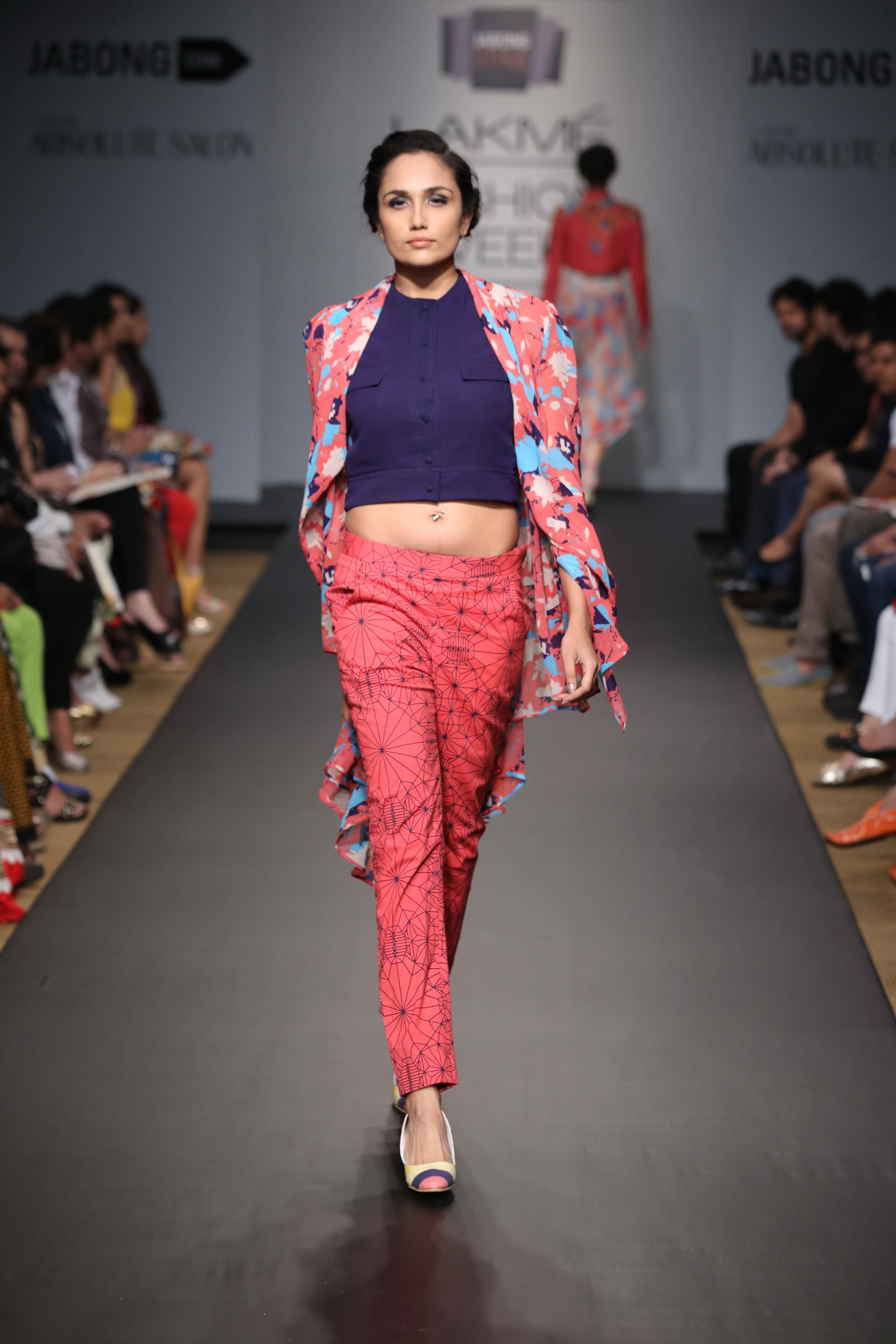Asymmetrical cuts helped balance out the bold hues and added a whimsical touch to each piece. Kurti-dresses, tunics, jackets, tops and pants were the elegantly draped in fabrics like crepe, organza and sheer material and sported several prints both solid