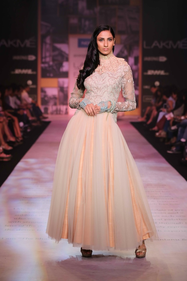 Laser cut sleek dresses had pleated covers and for ethnic glamour, a sherwani over layers of white net long skirt was stunning. Hemlines for jackets moved from cropped to waist and hip length, while dresses were midi to floor length. The final line up of