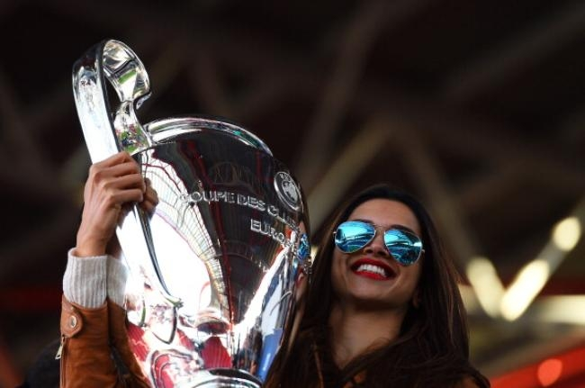 Deepika With the Champions League Trophy