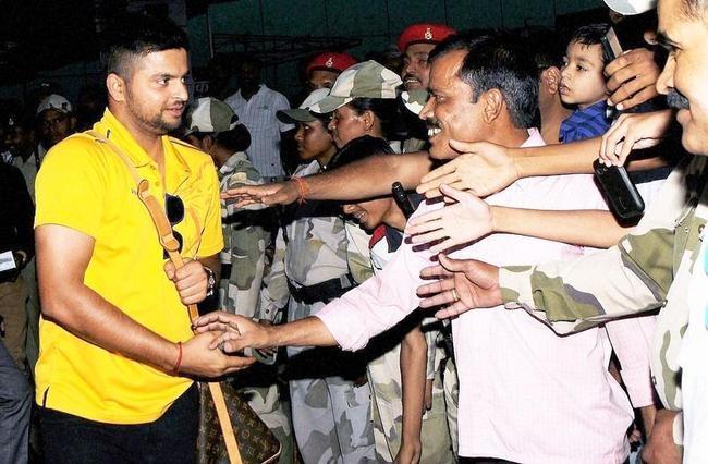 Suresh Raina meets his fans
